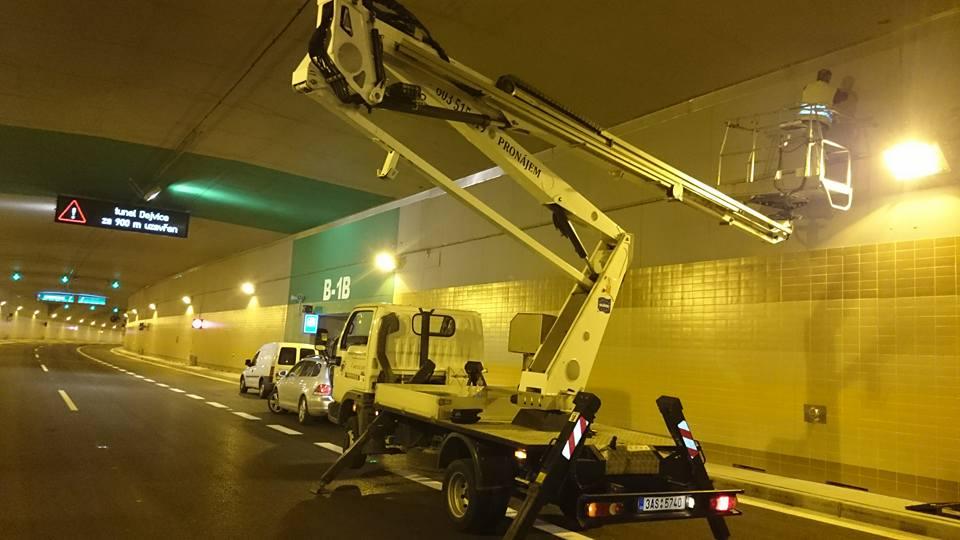 práce v tunelu Blanka